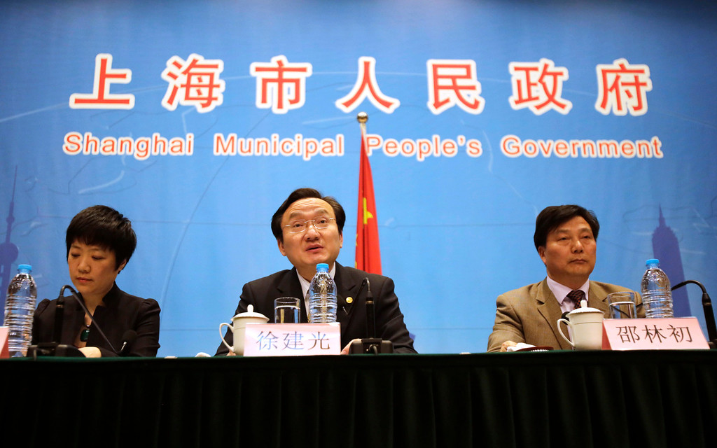 Description of . Xu Jianguang, director-general and deputy secretary of the Communist Party of China Committee of Shanghai Municipal Health Bureau, speaks as Wu Fan, left, chief doctor and director-general of Shanghai Municipal Center for Disease Control, and Agricultural Committee Deputy Director Shao Linchu, right, listen during a press conference in Shanghai, China, Friday, April 5, 2013. China announced a sixth death from a new bird flu strain Friday, while authorities carried out the slaughter of all poultry at a Shanghai market where the virus was detected in pigeons being sold for meat. (AP Photo/Eugene Hoshiko)
