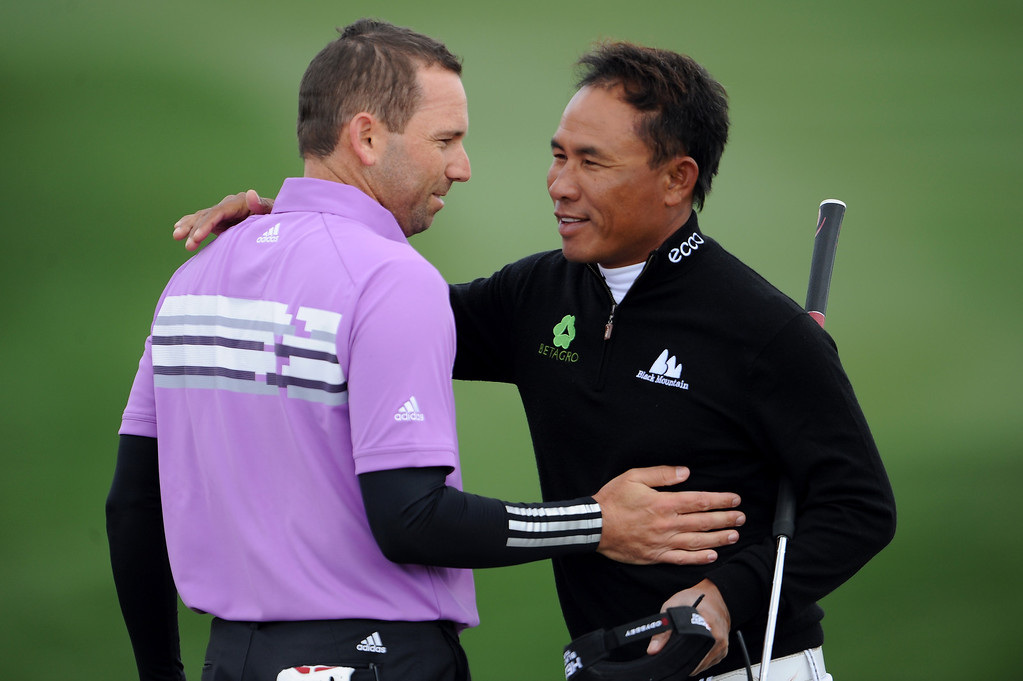 Description of . MARANA, AZ - FEBRUARY 21:  Sergio Garcia (L) of Spain is congratulated by Thongchai Jaidee of Thailand after Garcia won their match 1 up in 20 holes during the first round of the World Golf Championships - Accenture Match Play at the Golf Club at Dove Mountain on February 21, 2013 in Marana, Arizona. Round one play was suspended on February 20 due to inclimate weather and is scheduled to be continued today.  (Photo by Stuart Franklin/Getty Images)