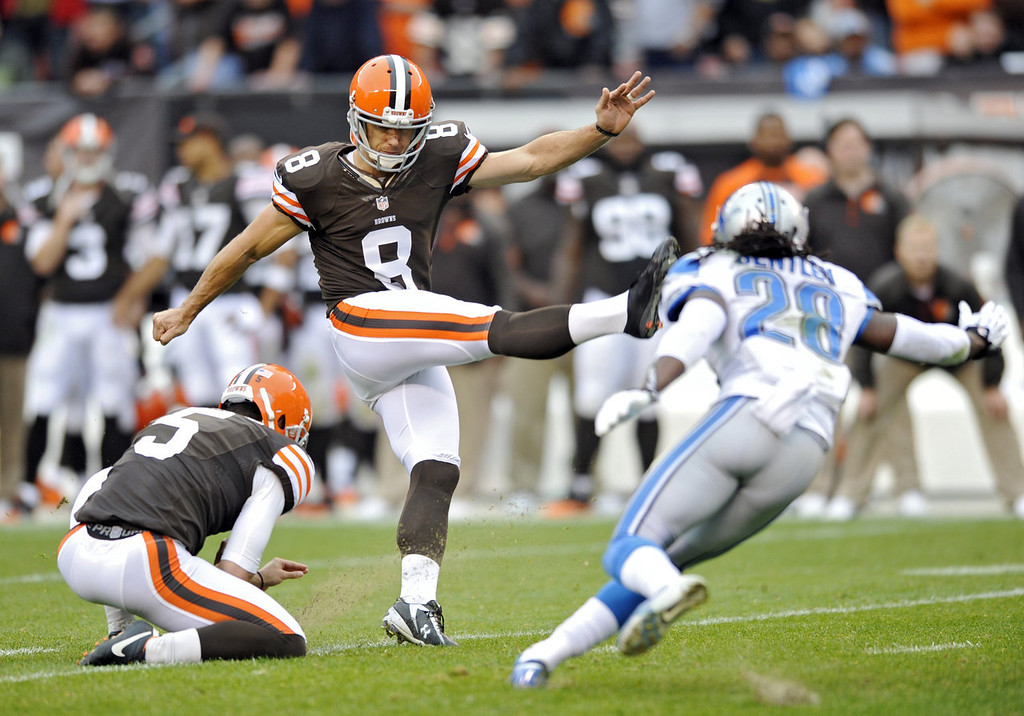 Description of . Cleveland Browns kicker Billy Cundiff (8) kicks a 40-yard field goal out of the hold of punter Spencer Lanning in the second quarter of an NFL football game against the Detroit Lions Sunday, Oct. 13, 2013 in Cleveland. (AP Photo/David Richard)