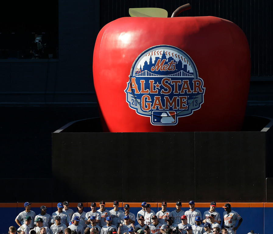 Description of . Players on the American League team pose for a group photo beneath the home run apple at Citi Field before the MLB All-Star baseball game, on Tuesday, July 16, 2013, in New York. (AP Photo/Matt Slocum)