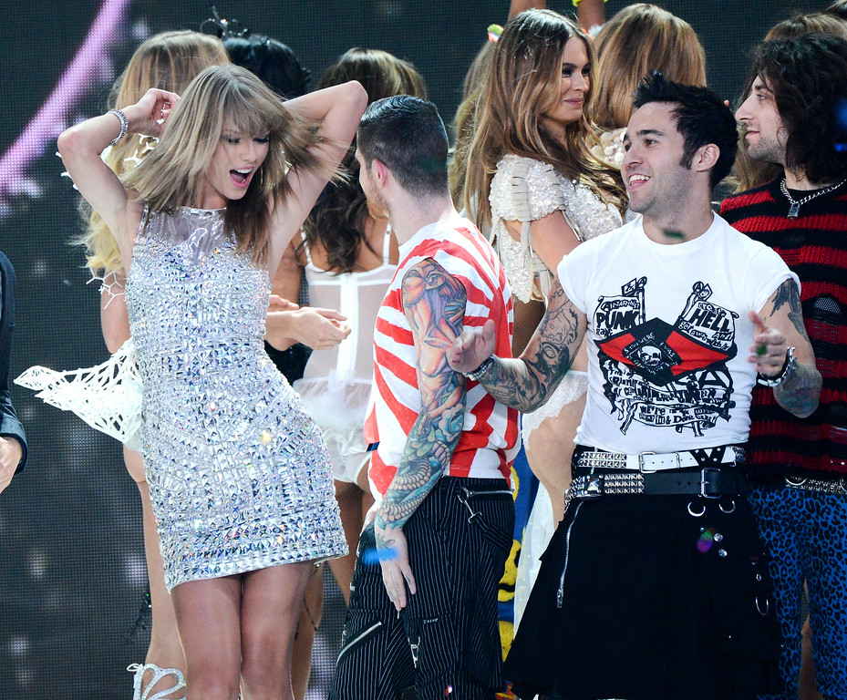 Description of . Singer Taylor Swift, left, and musician Pete Wentz, right, celebrate during the finale of the 2013 Victoria's Secret Fashion Show at the 69th Regiment Armory on Wednesday, Nov. 13, 2013, in New York. (Photo by Evan Agostini/Invision/AP)