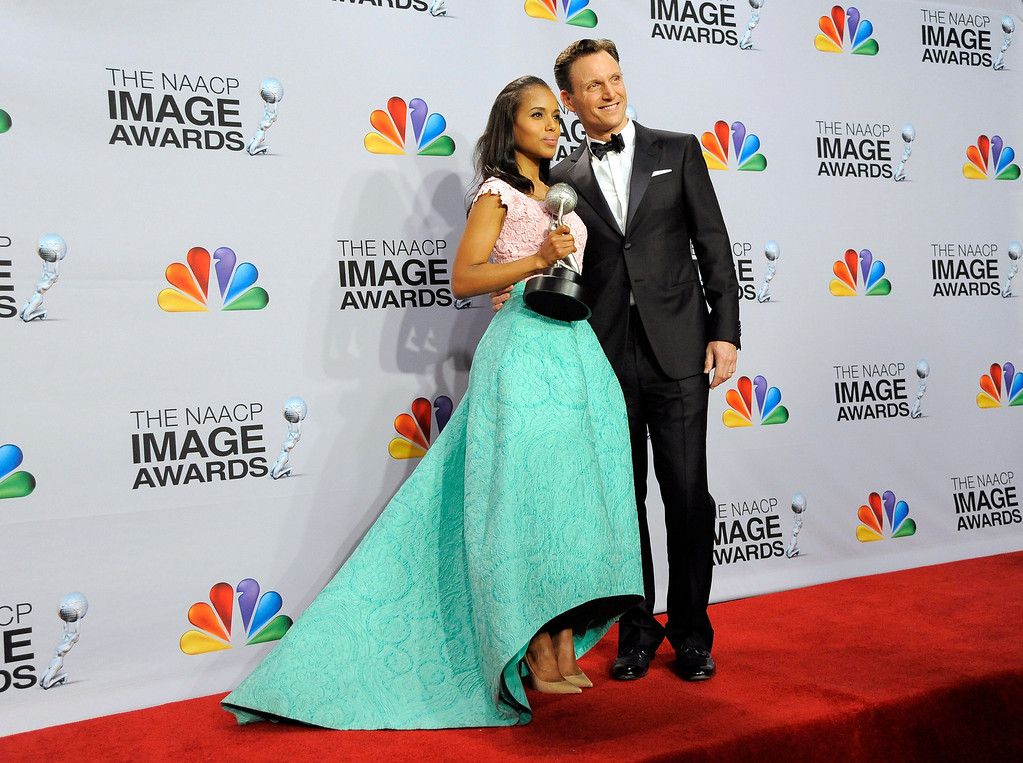 "Description of . Kerry Washington, winner of the award for outstanding actress in a drama series for ""Scandal,\"" left, and Tony Goldwyn pose backstage at the 44th Annual NAACP Image Awards at the Shrine Auditorium in Los Angeles on Friday, Feb. 1, 2013. (Photo by Chris Pizzello/Invision/AP)"