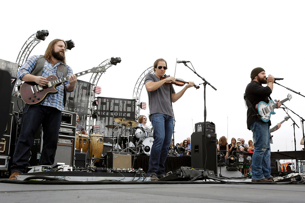 Description of . Zac Brown Band performs before the NASCAR Daytona 500 Sprint Cup Series auto race at Daytona International Speedway, Sunday, Feb. 24, 2013, in Daytona Beach, Fla. (AP Photo/John Raoux)