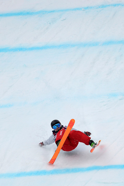 Description of . U.S.A. skier Julia Krass wipes out during the women\'s ski slopestyle final. Sochi 2014 Winter Olympics on Tuesday, February 11, 2014. (Photo by AAron Ontiveroz/The Denver Post)