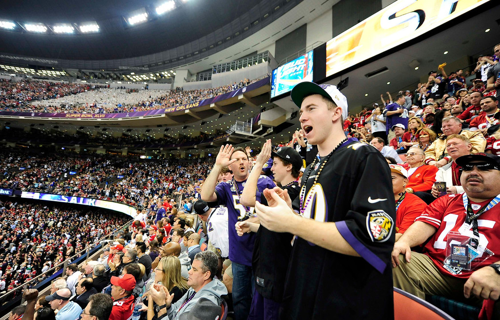 Description of . Baltimore Ravens fans cheer during the NFL Super Bowl XLVII football game between the San Francisco 49ers and Baltimore Ravens in New Orleans, Louisiana, February 3, 2013.      REUTERS/Stacy Revere