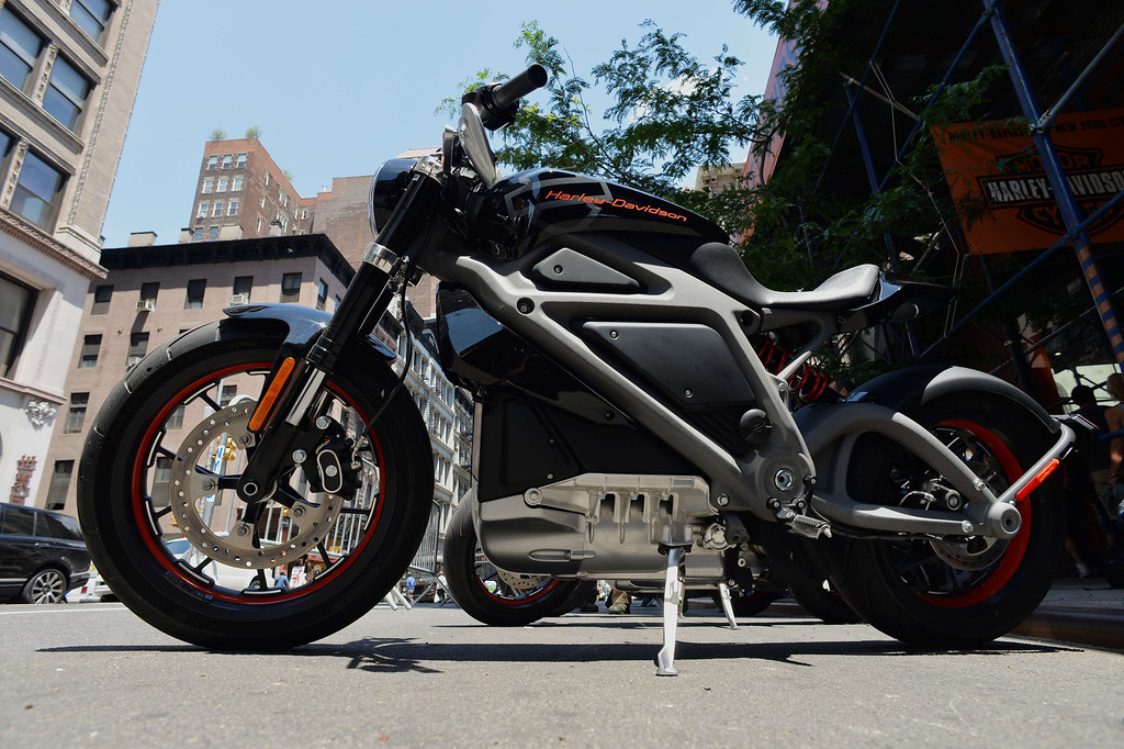 Description of . A Harley-Davidson Project LiveWire, the company's first electric motorcycle, during a preview June 23, 2014 outside a Harley-Davidson dealer in New York. AFP PHOTO/Stan HONDA/AFP/Getty Images