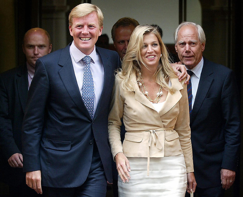 Description of . Crown Prince Willem-Alexander (L), 36, and his Argentinian wife Princess Maxima (R), 32, leave the Binnenhof, 18 June 2003, in the Hague, after revealing Maxima's three-months first pregnancy.  AFP/Getty Images