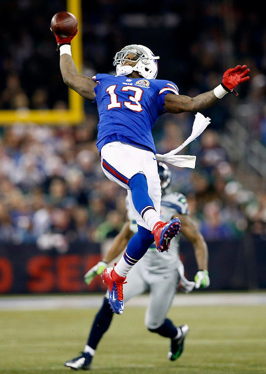 Description of . Buffalo Bills' Stevie Johnson catches a pass against the Seattle Seahawks during their NFL football game in Toronto, December 16 2012. REUTERS/Mark Blinch