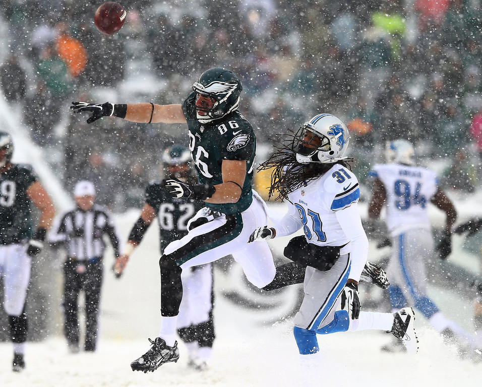 Description of . Zach Ertz #86 of the Philadelphia Eagles is unable to make the catch as Rashean Mathis #31 of the Detroit Lions defends on December 8, 2013 at Lincoln Financial Field in Philadelphia, Pennslyvania.  (Photo by Elsa/Getty Images)