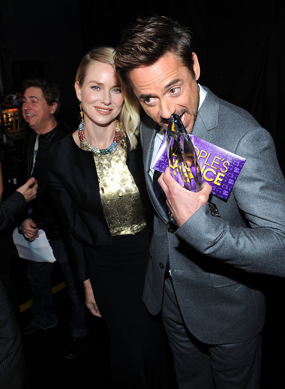 Description of . (L-R) Actors Naomi Watts and Robert Downey Jr. attend the 39th Annual People's Choice Awards at Nokia Theatre L.A. Live on January 9, 2013 in Los Angeles, California.  (Photo by Michael Buckner/Getty Images for PCA)