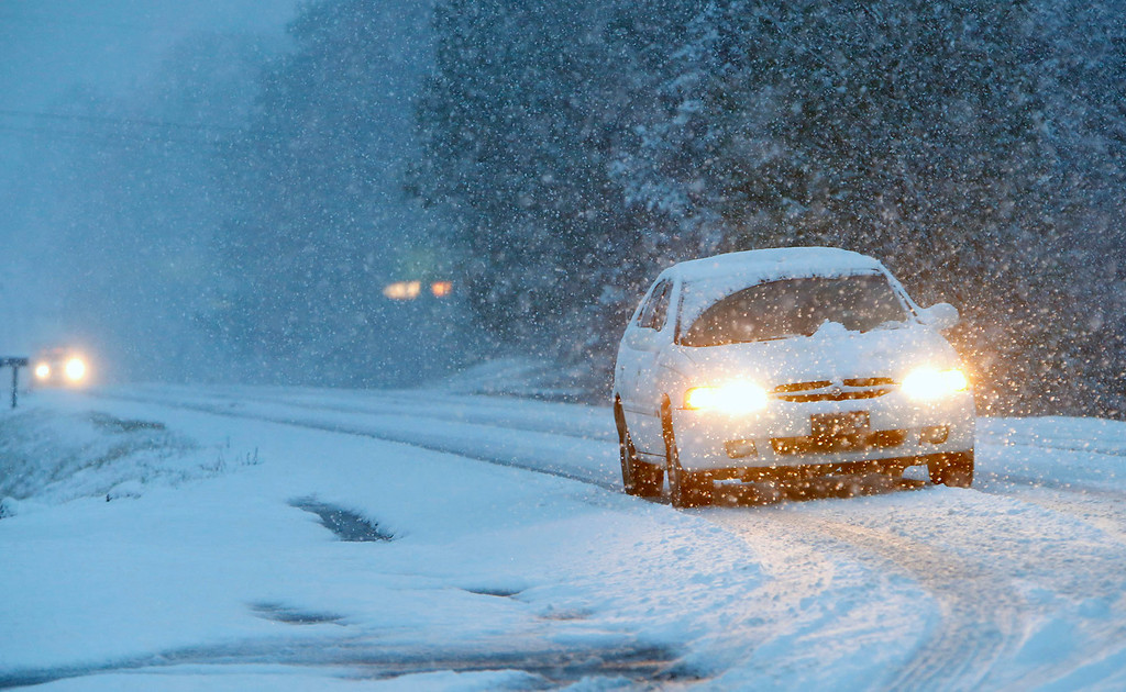 Description of . Vehicles slowly make their way on a snow-covered Alabama state Route 35, on Tuesday, Feb. 11, 2014, in Fort Payne, Ala. Residents woke to a blanket of snow that was expected to continue throughout the morning hours. (AP Photo/Hal Yeager)