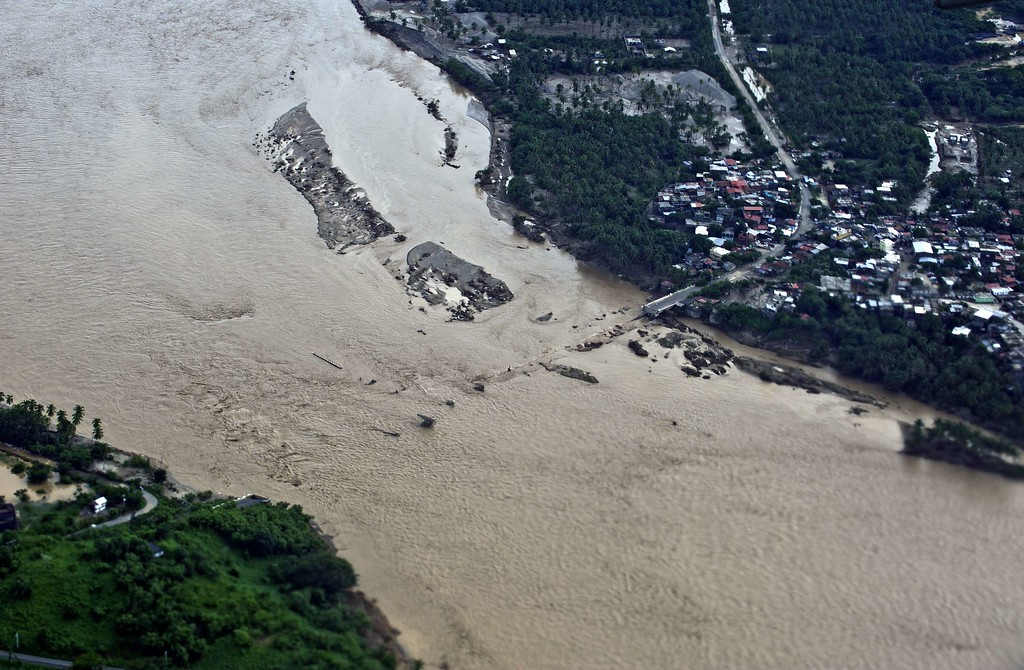 Description of . Aerial view of a fallen bridge over the Papagayo River in Acapulco, state of Guerrero, Mexico, on September 17, 2013 as heavy rains hit the country. Mexican authorities scrambled Tuesday to launch an air lift to evacuate tens of thousands of tourists stranded amid floods in the resort of Acapulco following a pair of deadly storms. The official death toll rose to 47 after the tropical storms, Ingrid and Manuel, swarmed large swaths of the country during a three-day holiday weekend, sparking landslides and causing rivers to overflow in several states.  Ronaldo Schemidt/AFP/Getty Images