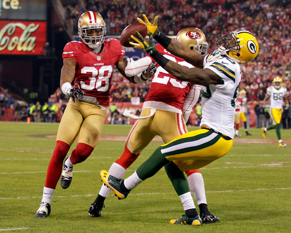 Description of . Green Bay Packers wide receiver James Jones (89) catches a pass as San Francisco 49ers Chris Culliver (29) and Dashon Goldson attempt to intercept during the first half of an NFC divisional playoff NFL football game in San Francisco, Saturday, Jan. 12, 2013.  (AP Photo/Tony Avelar)