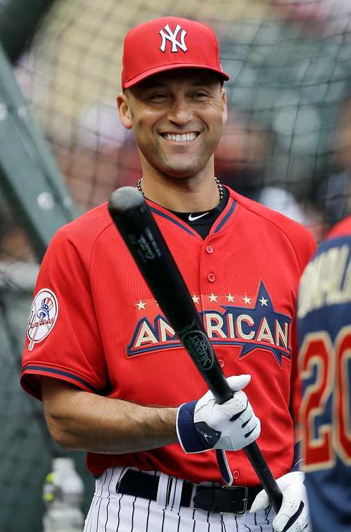 Description of . American League short stop Derek Jeter, of the New York Yankees, waits to hit during batting practice for the MLB All-Star baseball game, Monday, July 14, 2014, in Minneapolis. (AP Photo/Jeff Roberson)