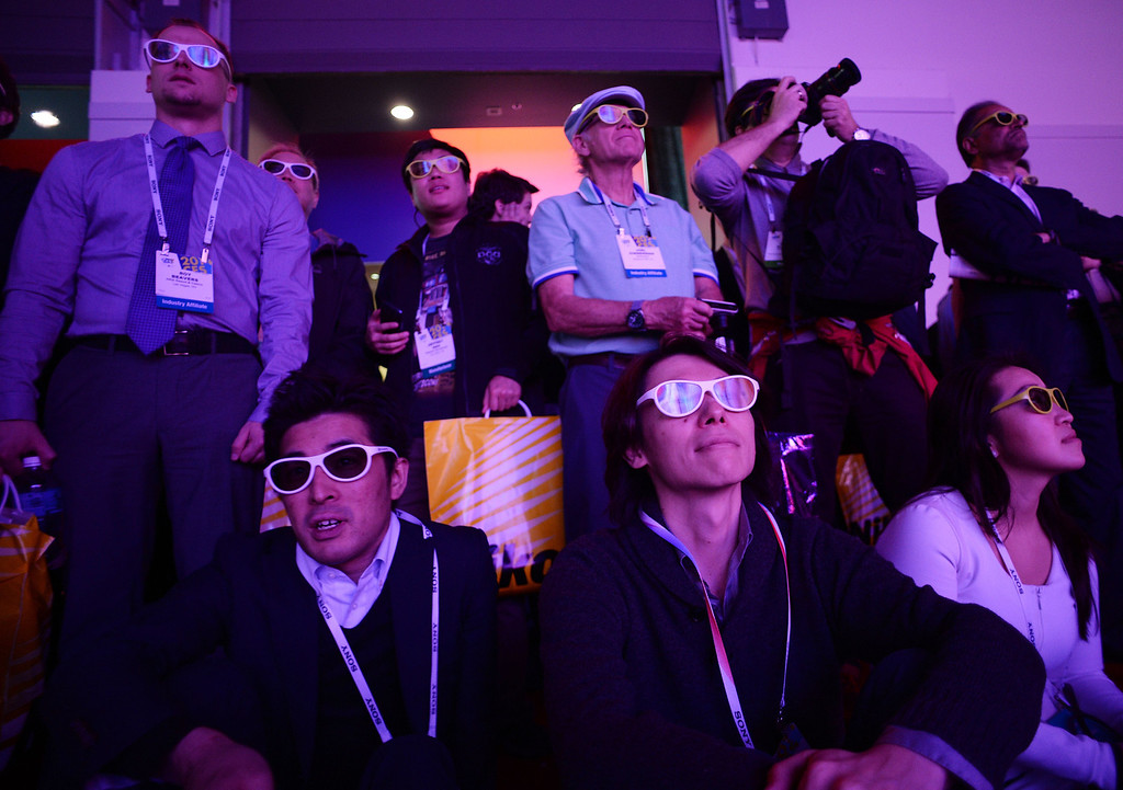 Description of . Attendees watch the LG curved 4K 3D Cinema display at the 2014 International CES in Las Vegas, Nevada, January 8, 2014.    AFP PHOTO / Robyn Beck/AFP/Getty Images