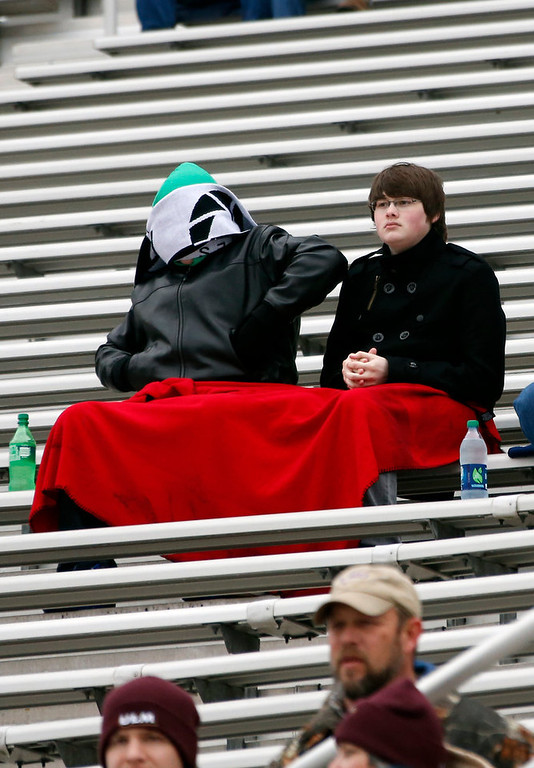 Description of . Football fans bundle themselves in layers of blankets and winter wear in order to watch the Independence Bowl NCAA college football game featuring Ohio and Louisiana-Monroe in Shreveport, La., Friday, Dec. 28, 2012. (AP Photo/Rogelio V. Solis)