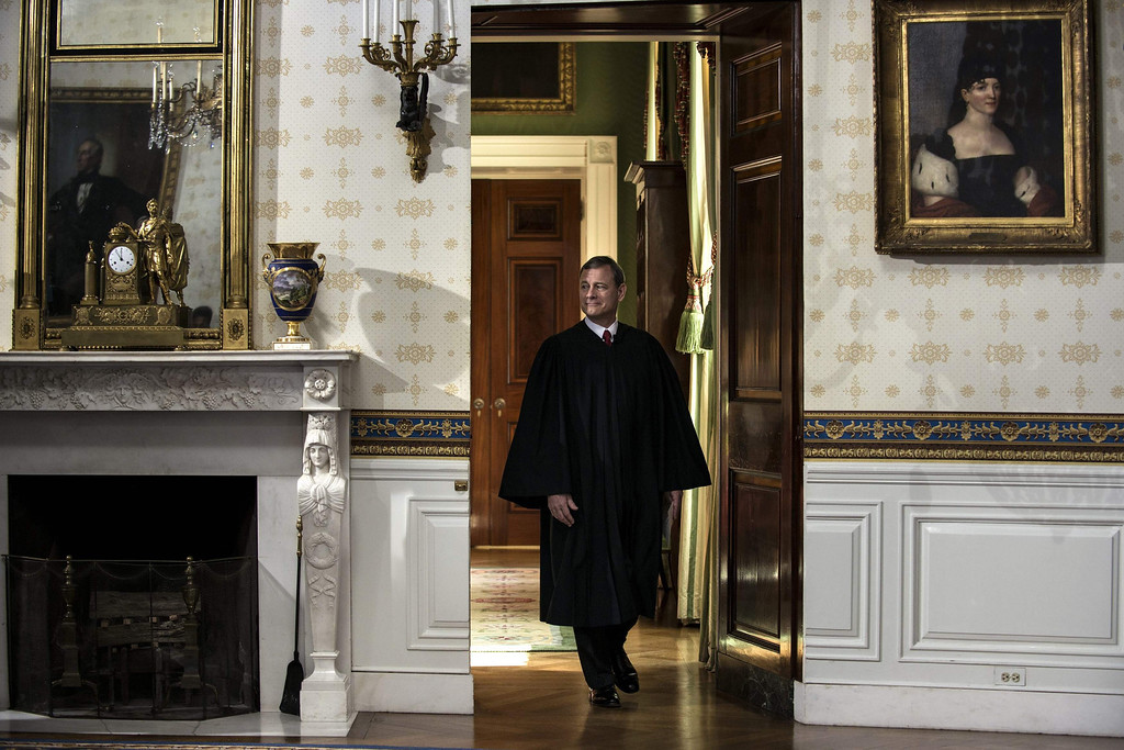 Description of . U.S, Supreme Court Chief Justice John Roberts arrives to administer the oath to President Barack Obama  at the White House in Washington January 20, 2013.  REUTERS/Brendan Smialowski