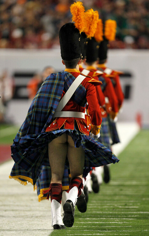 Description of . A member of the Notre Dame Fighting Irish band has his kilt blow up before the start of the NCAA BCS National Championship college football game in Miami, Florida January 7, 2013. REUTERS/Jeff Haynes