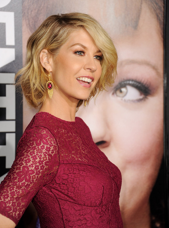 "Description of . Actress Jenna Elfman arrives at the premiere of Universal Pictures\' ""Identity Theft\"" at the Village Theatre on February 4, 2013 in Los Angeles, California.  (Photo by Kevin Winter/Getty Images)"