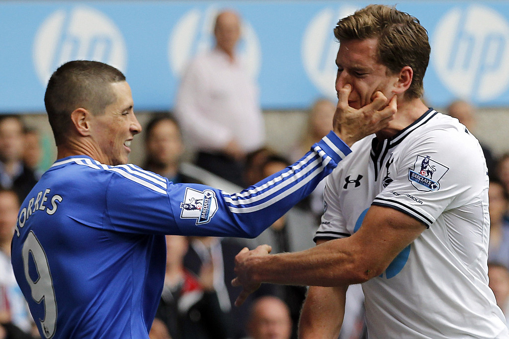 Description of . Chelsea's Spanish striker Fernando Torres (L) tussles with Tottenham Hotspur's Belgian defender Jan Vertonghen (R) after a tackle during the English Premier League football match at White Hart Lane in London on September 28, 2013.   IAN KINGTON/AFP/Getty Images