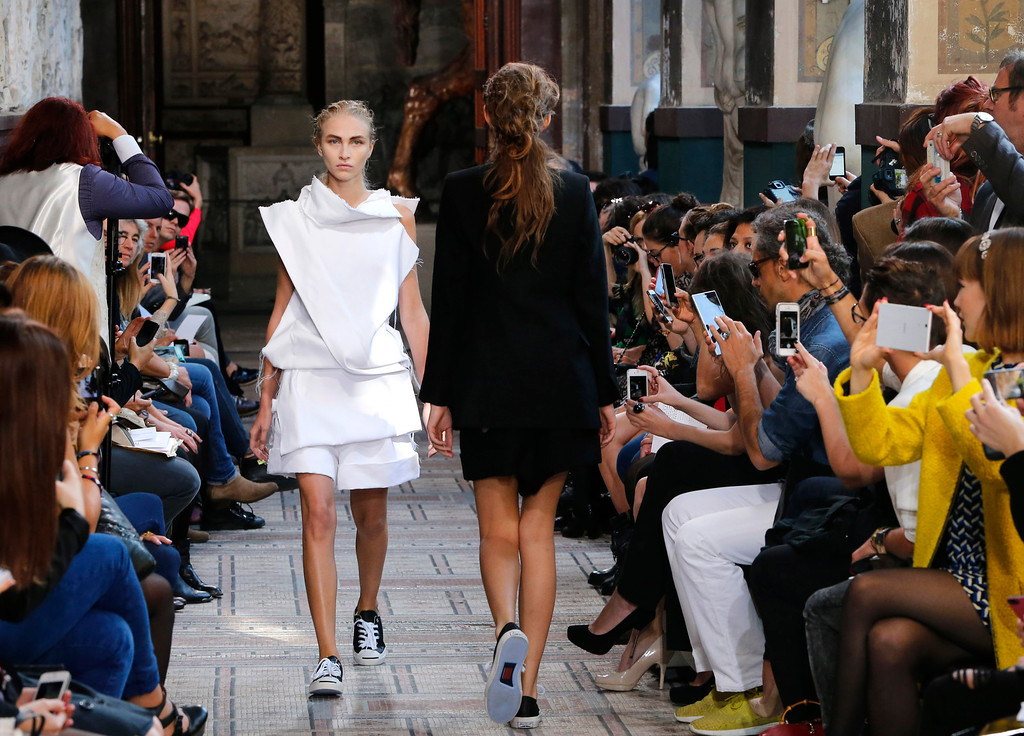 Description of . A model presents a creation as part of South Korean fashion designer Moon Young Hee's ready-to-wear Spring/Summer 2014 fashion collection presented in Paris, Tuesday, Sept.24, 2013. (AP Photo/Jacques Brinon)