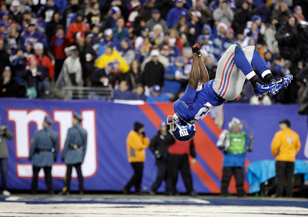 Description of . New York Giants running back David Wilson (22) does a summersault after scoring on a six-yard touchdown run during the second half of an NFL football game against the New Orleans Saints Sunday, Dec. 9, 2012, in East Rutherford, N.J. (AP Photo/Kathy Willens)