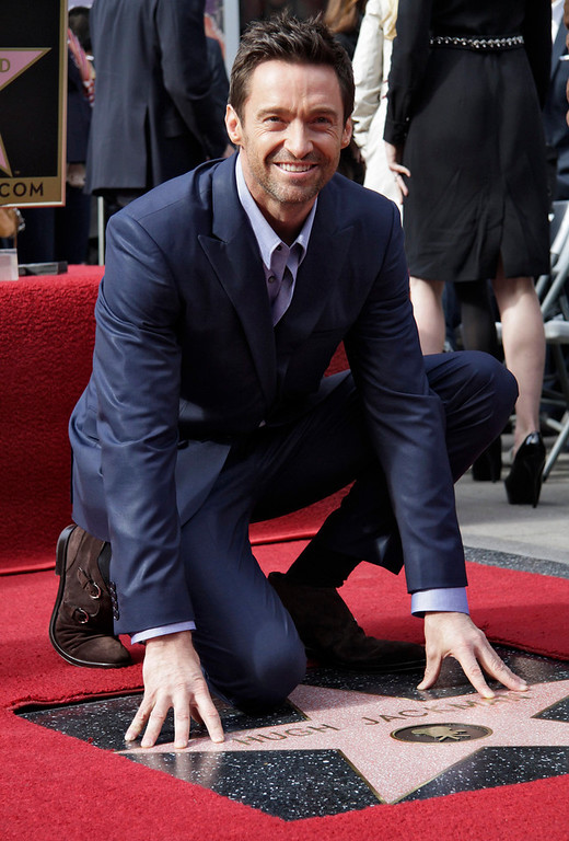 Description of . Actor Hugh Jackman smiles during ceremonies honoring him with a star on the Hollywood Walk of Fame in Hollywood, California, December 13, 2012. REUTERS/Jonathan Alcorn