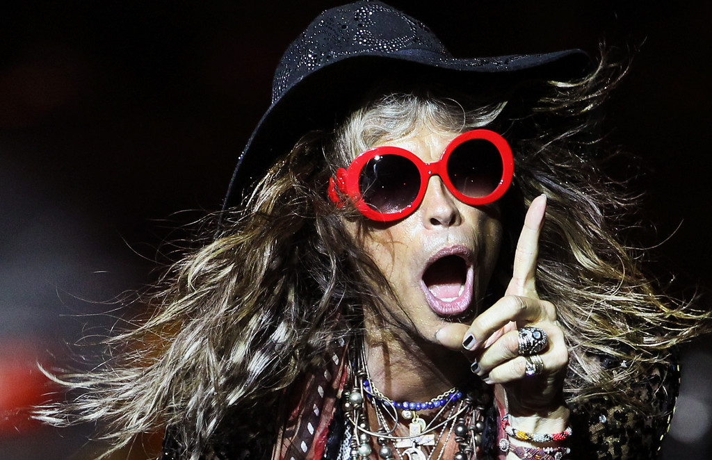 Description of . Steven Tyler, lead singer of American rock band Aerosmith performs on Saturday, May 25, 2013, in Singapore during the inaugural Social Star Awards concert. (AP Photo/Wong Maye-E, File)