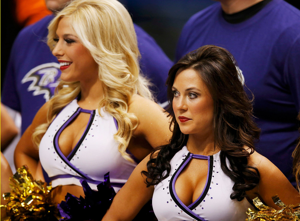 Description of . Cheerleaders look on before the San Francisco 49ers play the Baltimore Ravens in the NFL Super Bowl XLVII football game in New Orleans, Louisiana, February 3, 2013.  REUTERS/Jim Young