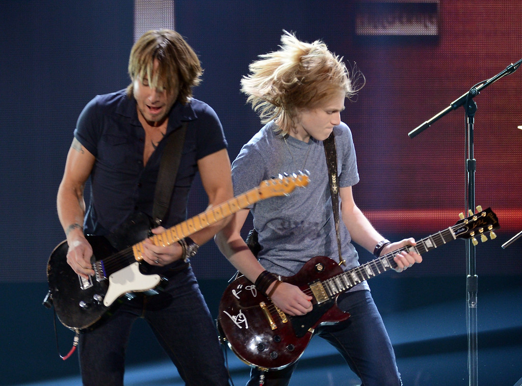 Description of . LAS VEGAS, NV - DECEMBER 10:  Musician Keith Urban performs with Grammy Foundation's Grammy Camp members onstage during the 2012 American Country Awards at the Mandalay Bay Events Center on December 10, 2012 in Las Vegas, Nevada.  (Photo by Mark Davis/Getty Images)