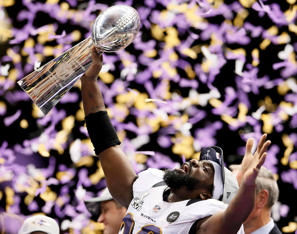 Description of . Baltimore Ravens free safety Ed Reed holds up the Vince Lombardi Trophy after his team defeated the San Francisco 49ers in the NFL Super Bowl XLVII football game in New Orleans, Louisiana, February 3, 2013.  REUTERS/Lucy Nicholson