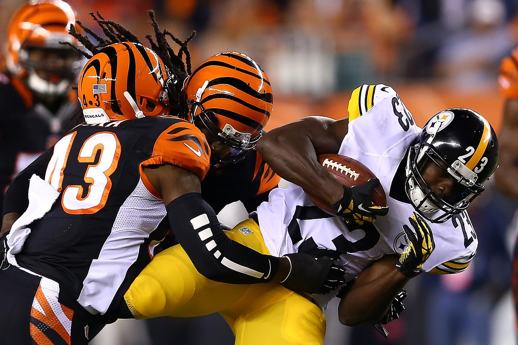 Description of . Running back Felix Jones #23 of the Pittsburgh Steelers runs the ball against strong safety George Iloka #43 of the Cincinnati Bengals in the first quarter at Paul Brown Stadium on September 16, 2013 in Cincinnati, Ohio.  (Photo by Andy Lyons/Getty Images)