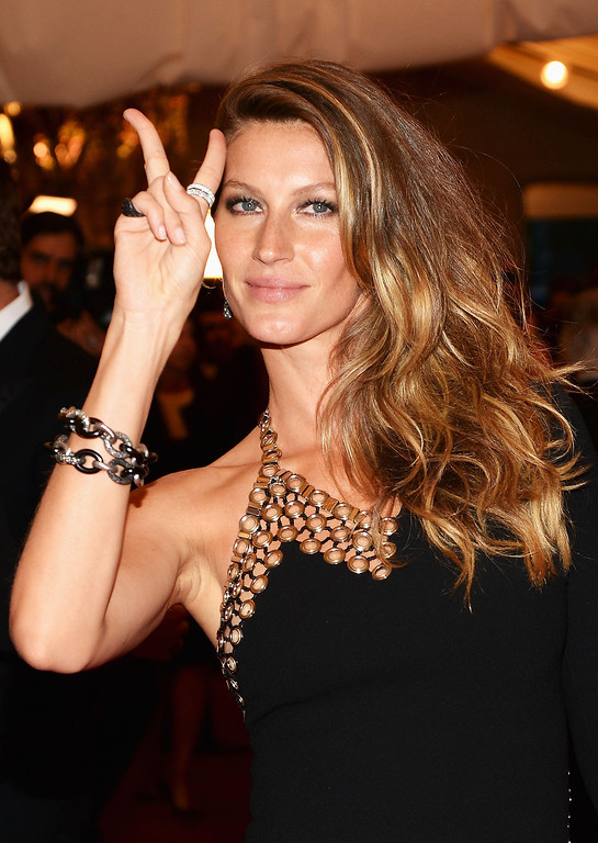 Description of . Gisele Bundchen attends the Costume Institute Gala for the