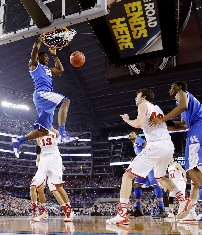 Description of . Kentucky forward Alex Poythress (22) dunks against Wisconsin during the first half of the NCAA Final Four tournament college basketball semifinal game Saturday, April 5, 2014, in Arlington, Texas. (AP Photo/Eric Gay)