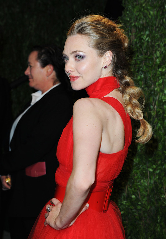 Description of . Actress Amanda Seyfried arrives at the 2013 Vanity Fair Oscar Party hosted by Graydon Carter at Sunset Tower on February 24, 2013 in West Hollywood, California.  (Photo by Pascal Le Segretain/Getty Images)