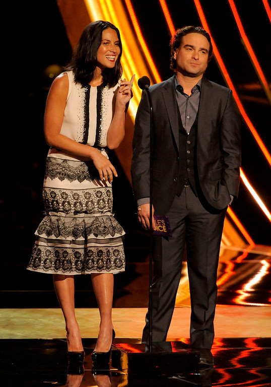 Description of . Olivia Munn, left, and Johnny Galecki present the award for the favorite country artist at the Peopleís Choice Awards at the Nokia Theatre on Wednesday Jan. 9, 2013, in Los Angeles. (Photo by Chris Pizzello/Invision/AP)