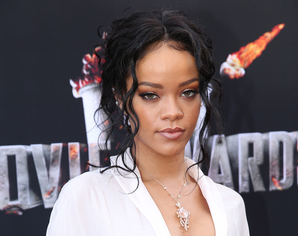 Description of . Rihanna arrives at the MTV Movie Awards on Sunday, April 13, 2014, at Nokia Theatre in Los Angeles. (Photo by Matt Sayles/Invision/AP)