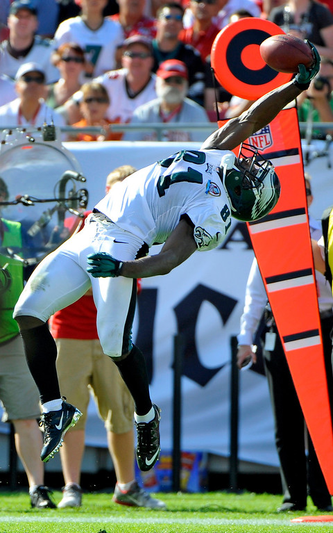 Description of . Philadelphia Eagles wide receiver Jason Avant (81) makes a catch of a pass during the second quarter of an NFL football game against the Tampa Bay Buccaneers Sunday, Dec. 9, 2012, in Tampa, Fla. (AP Photo/Brian Blanco)
