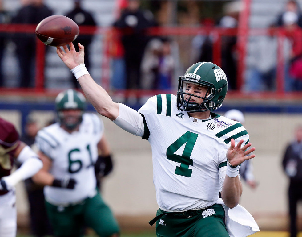 Description of . Ohio quarterback Tyler Tettleton (4) throws a short pass against Louisiana-Monroe during the first quarter of the Independence Bowl NCAA college football game in Shreveport, La., Friday, Dec. 28, 2012. (AP Photo/Rogelio V. Solis)