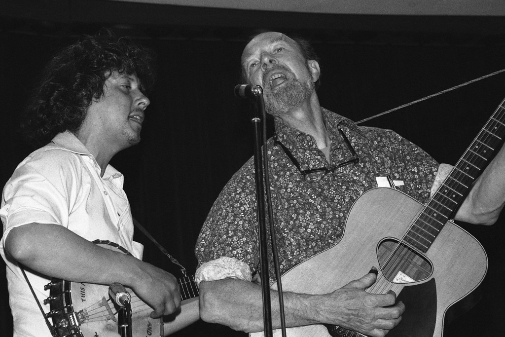 Description of . Folksingers Arlo Guthrie and Pete Seeger, rising during a memorial service for the recently deceased actor Will Geer. The service was held at the Martin Luther King Jr. center in New York City on Friday, May 12, 1978. Geersí family and representatives of the actors' union attended the service. (AP Photo/RB)