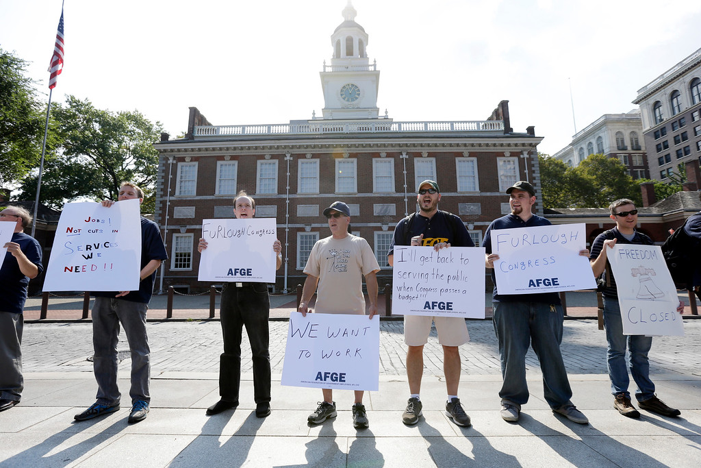 Description of . Furloughed federal employes demonstrate in view of a shuttered Independence Hall at Independence National Historical Park Tuesday, Oct. 1, 2013, in Philadelphia. (AP Photo/Matt Rourke)