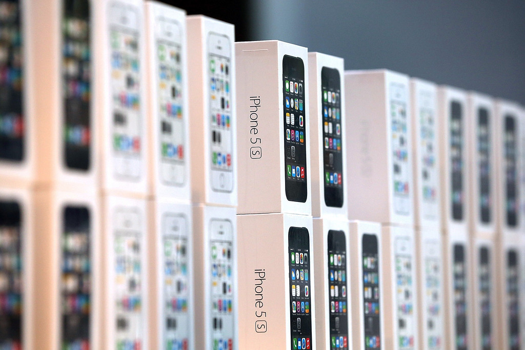 Description of . Boxes of the new Apple iPhone 5S are displayed at an Apple Store on September 20, 2013 in Palo Alto, California.  (Photo by Justin Sullivan/Getty Images)