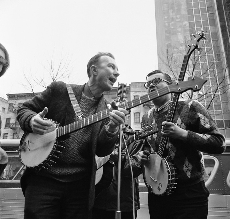 Description of . File-This May 13, 1975, file photo shows folk singer Pete Seeger, left, performing at the Rally for DÈtente at Carnegie Hall in New York.   (AP Photo/Richard Drew, File)