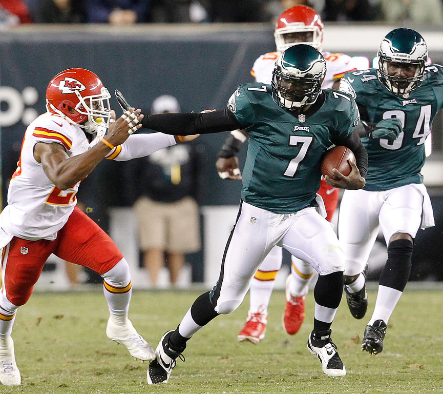 Description of . Philadelphia Eagles quarterback Michael Vick stiff-arms Kansas City Chiefs safety Eric Berry during a first-quarter scramble for a long gain, during an NFL football game in Philadelphia on Thursday, Sept. 19, 2013. (AP Photo/Philadelphia Inquirer, Ron Cortes)