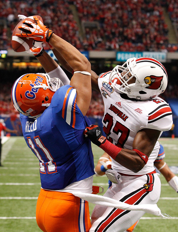 Description of . Louisville safety Jermaine Reve (27) breaks up a pass in the end zone to Florida tight end Jordan Reed (11) in the first half of the Sugar Bowl NCAA college football game Wednesday, Jan. 2, 2013, in New Orleans. (AP Photo/Bill Haber)