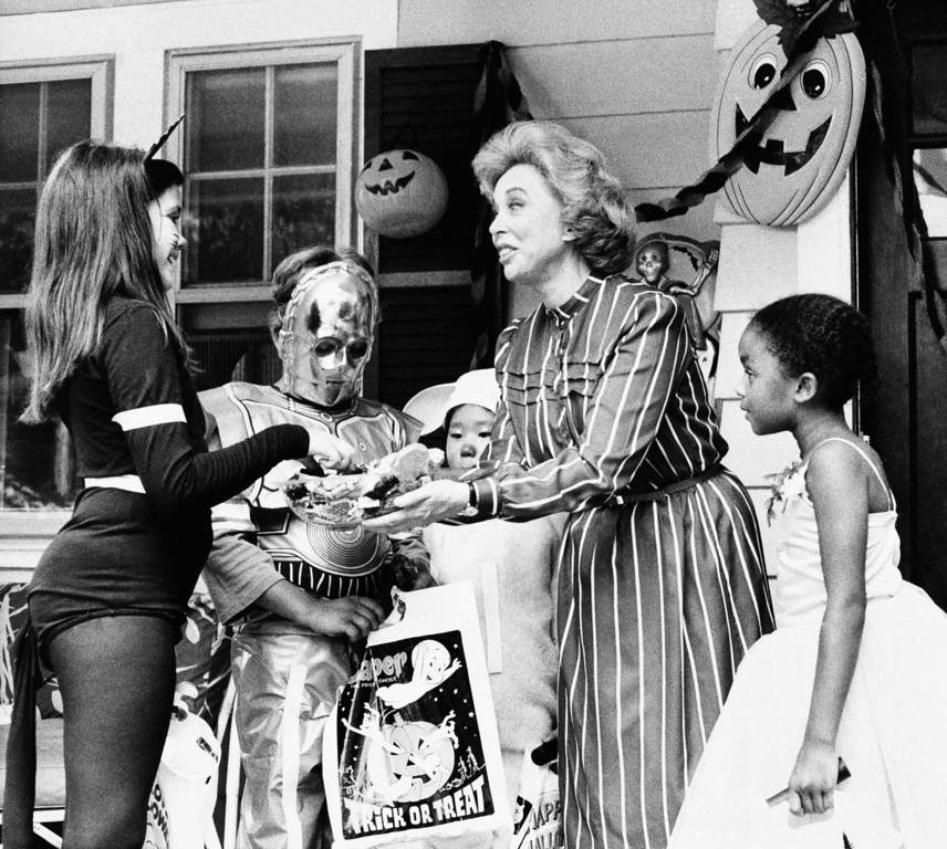 Description of . Dr. Joyce Brothers films a Halloween television public service announcement prompted by the National Confectioners Association of the United States on Oct. 25, 1983. Worried about the effect of last years Tylenol killings, the candy makers are hoping to reassure the public and make them sweet on Halloween again. (AP Photo)
