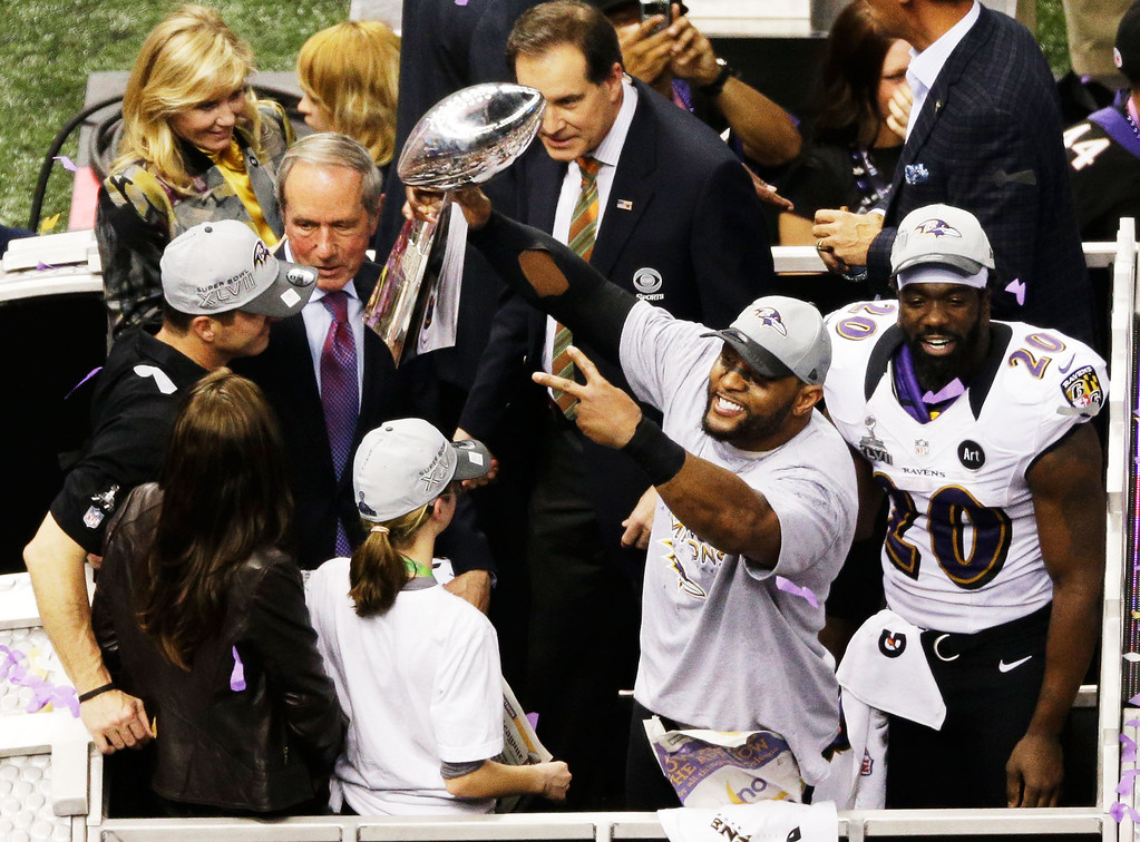 Description of . Ray Lewis #52 of the Baltimore Ravens celebrates with the VInce Lombardi trophy after the Ravens won 34-31 against the San Francisco 49ers during Super Bowl XLVII at the Mercedes-Benz Superdome on February 3, 2013 in New Orleans, Louisiana.  (Photo by Rob Carr/Getty Images)