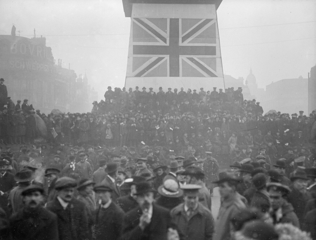 Description of . 15th February 1917:  A Victory War Loan rally in Trafalgar Square.  (Photo by Topical Press Agency/Getty Images)