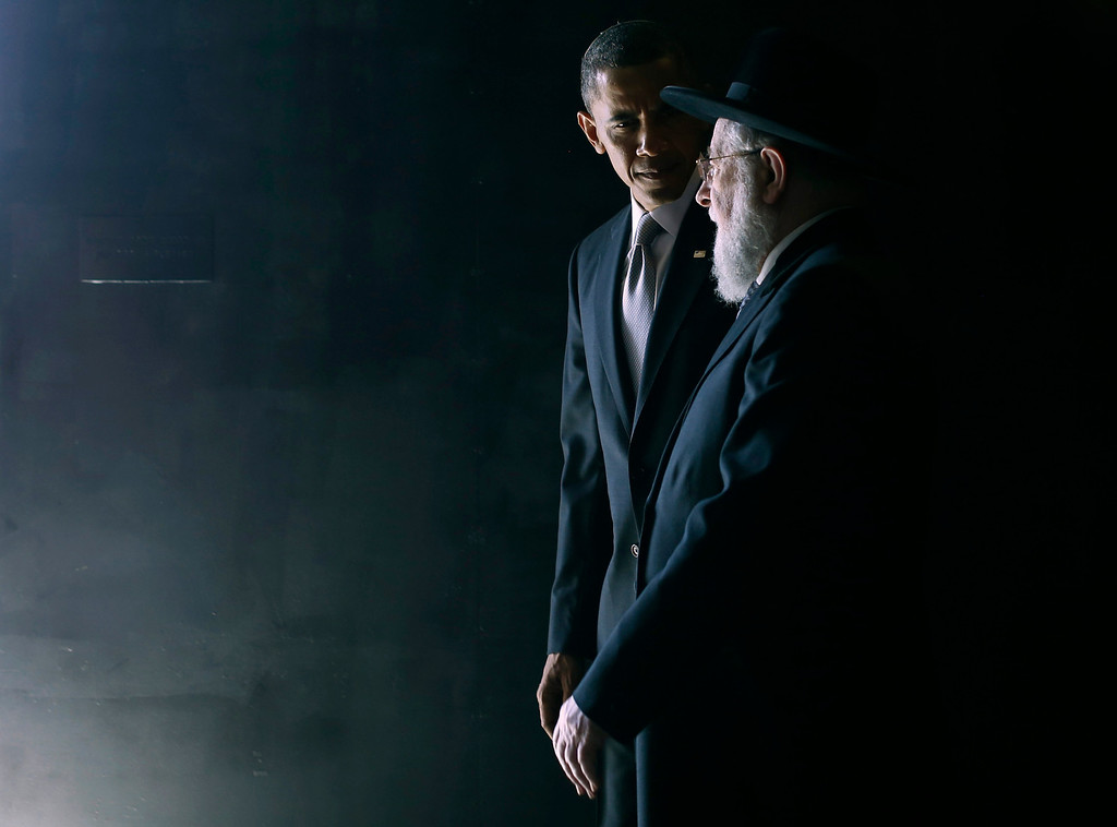 Description of . U.S. President Barack Obama walks with Rabbi Israel Meir Lau in the Hall of Remembrance during Obama's visit to the Yad Vashem Holocaust Memorial in Jerusalem, March 22, 2013.    REUTERS/Jason Reed