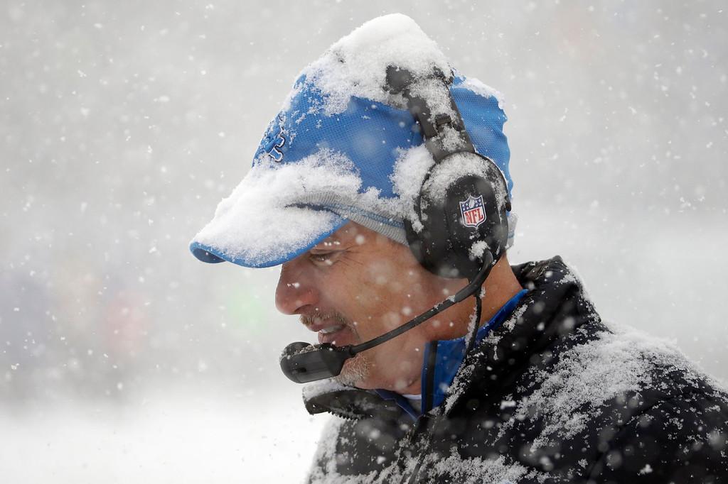 Description of . Detroit Lions head coach Jim Schwartz walks the sidelines during the first half of an NFL football game against the Philadelphia Eagles, Sunday, Dec. 8, 2013, in Philadelphia. (AP Photo/Matt Rourke)
